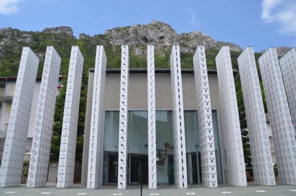 Photo de la Colonnes du parvis _ Musée des Merveilles