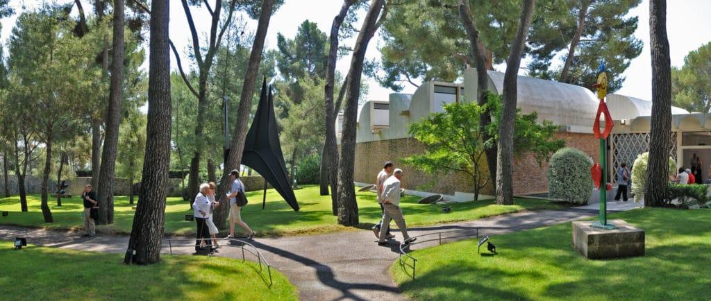 Panorama du jardin de sculptures photo Roland Michaud Archives FM - Successio Miro - Calder Foundation ADAGP recadre credit photo MAEGHT