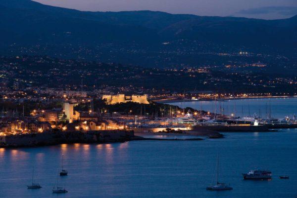 Vue de la Garoupe au crépuscule, Antibes, F. TROTOBAS, mairie d'Antibes JLP - service presse communication