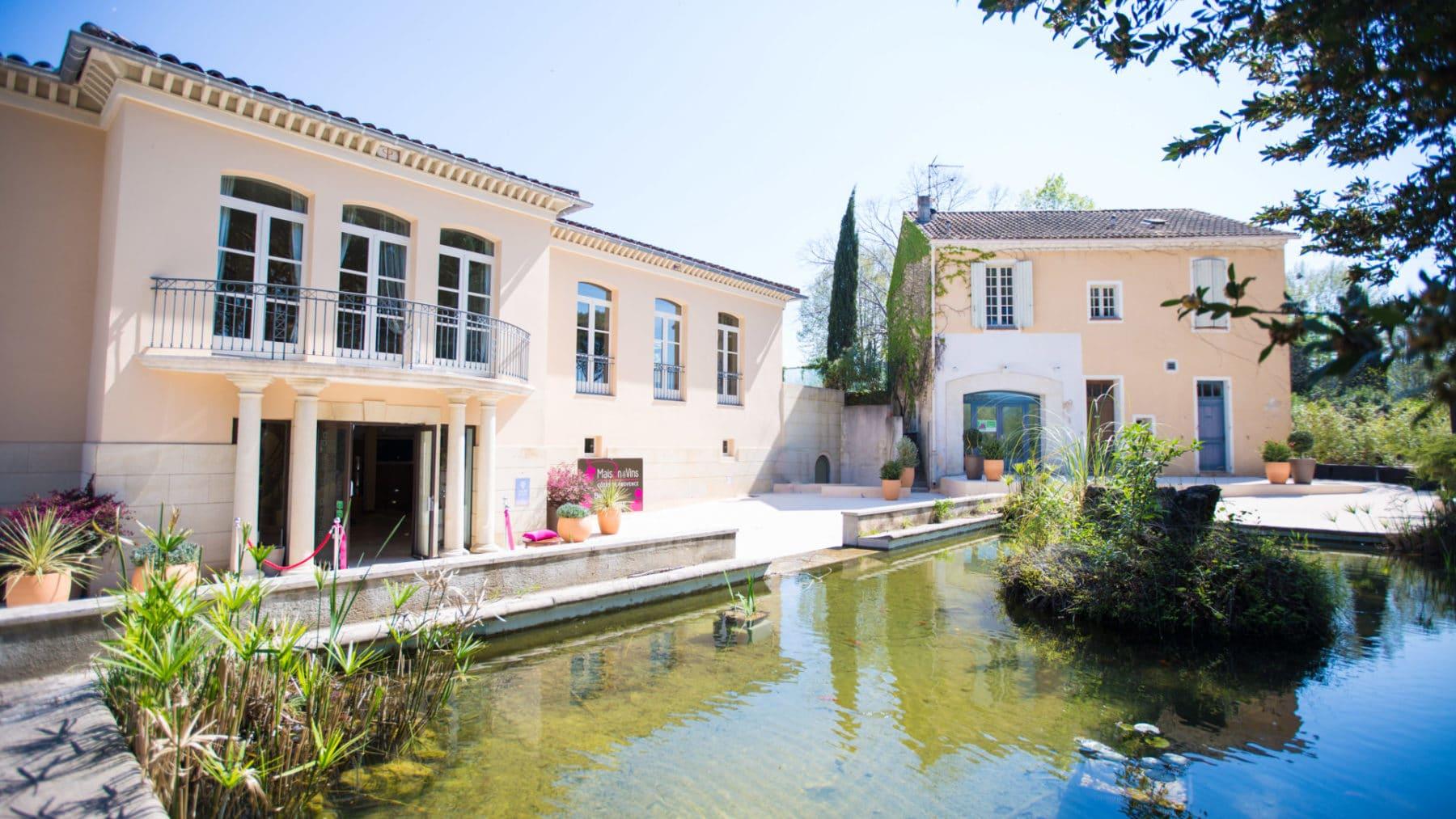 L'extérieur de la Maison des Vins de Provence