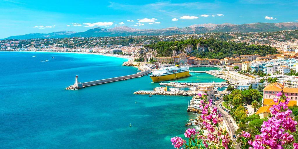 Full av aktiviteter i Nice, med sin hamn, sina butiker