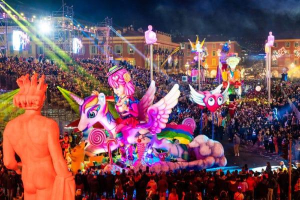 Bonito carnaval por la noche