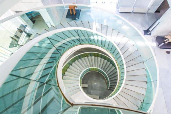 Vue de dessus de l'escalier du Musee des Arts asiatiques -Credit-Photo-Marlene-Poppi-54
