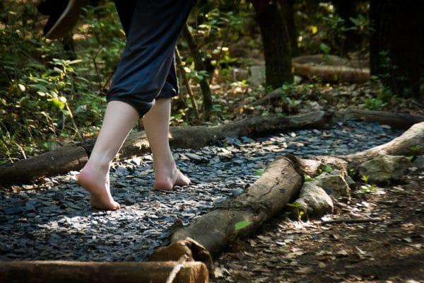 Sentier pieds nus d'Aoubré