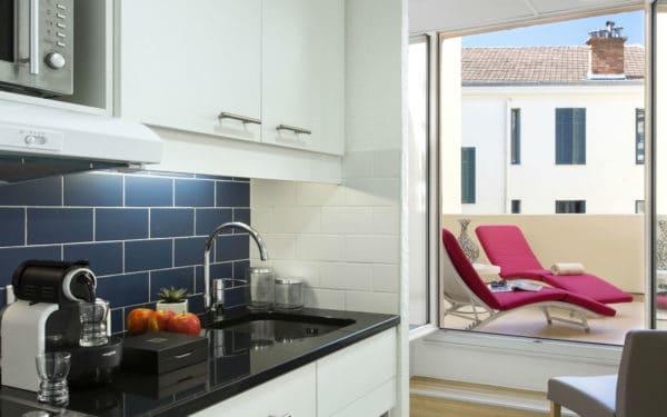SR_France_Cannes_Cit Croisette_Studio_Kitchen 01-HR (1)