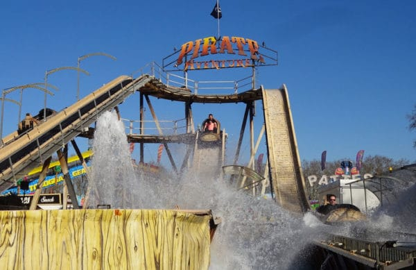 Parc d'attractions Luna Park en été