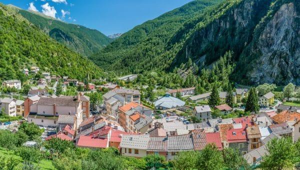 Isola Village