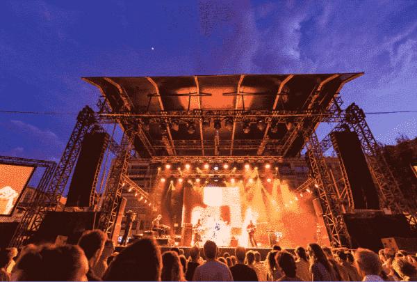 Scène du festival des Nuits du Sud