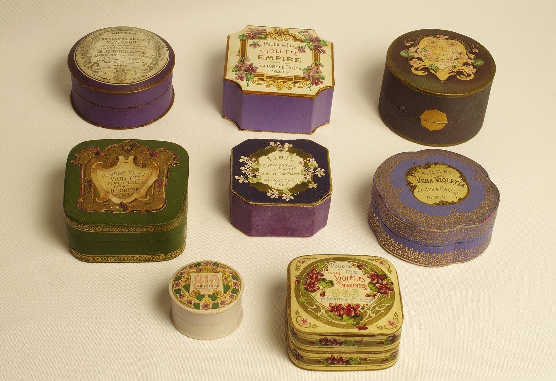 Violetta pulverlådor, skönhetspulver och dess lådor